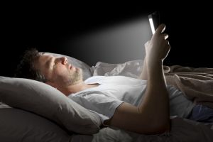 ways-to-avoid-staring-at-your-phone-before-bed
